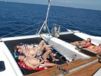 Prendendo sole sulla barca