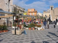 Visit the center of Taormina with noi