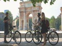 tour in bici in gruppo a Milano