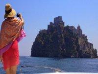 Esplora Ischia da una barca di lusso