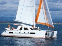 Navigando su catamarani