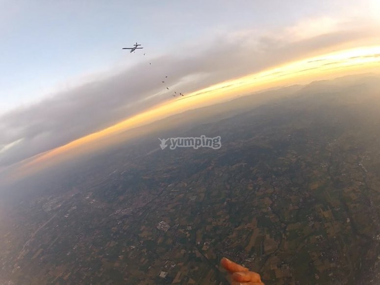 Paracadutisti al tramonto