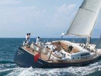 Yacht a vela con equipaggio
