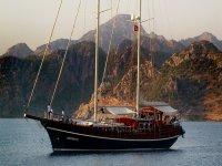 Noleggio barche con equipaggio