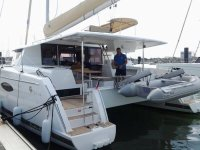 Catamarani under sail