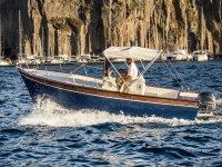 Scoprire la costa in barca