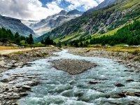 Corso d'acqua nella valle