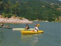 Istruttore e allievo in canoa