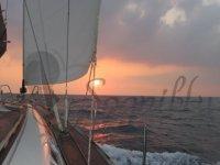 Vela al tramonto
