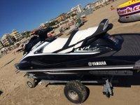 Moto d'acqua in spiaggia