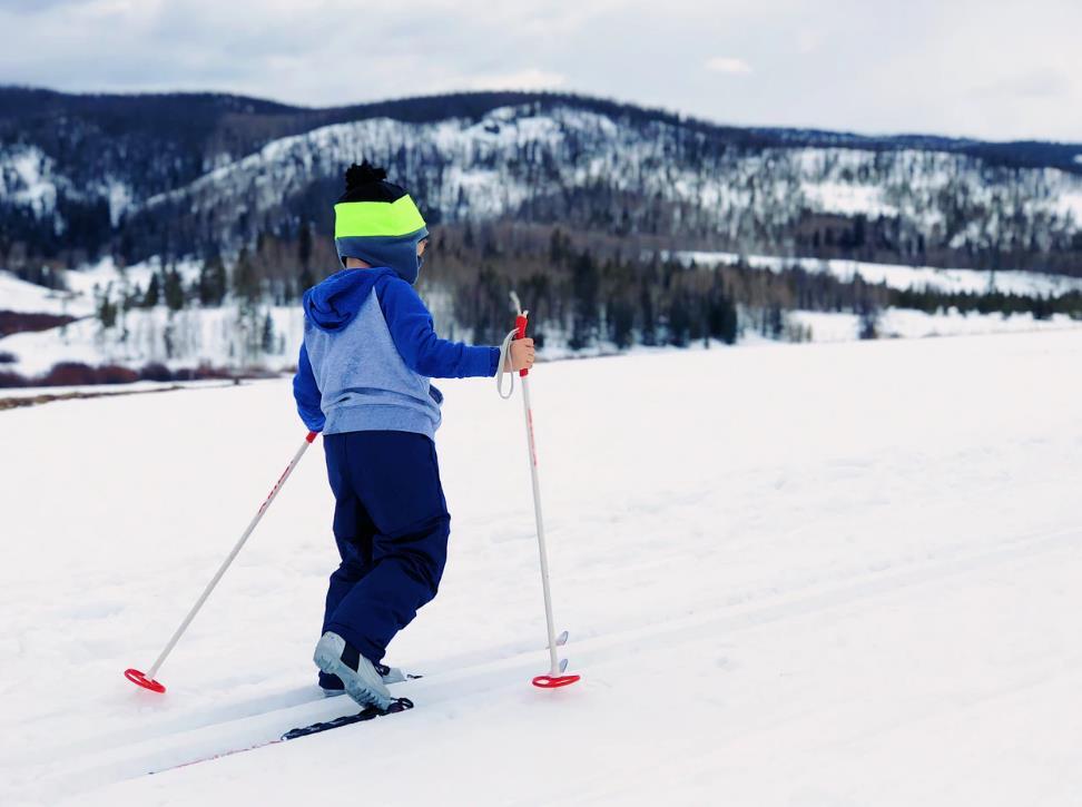 Una lezione di sci con tutta la famiglia