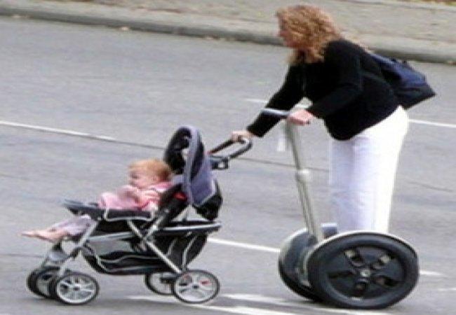 Mamma con segway