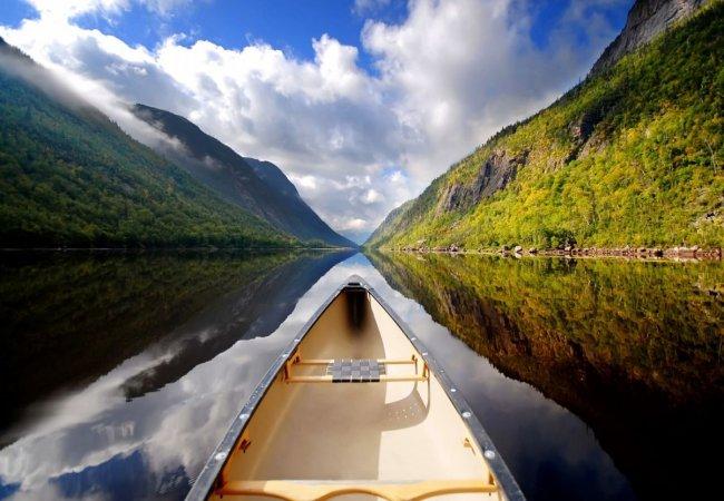 Paesaggi incnatevoli in canoa
