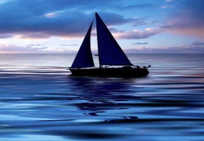 Al tramonto in barca a vela